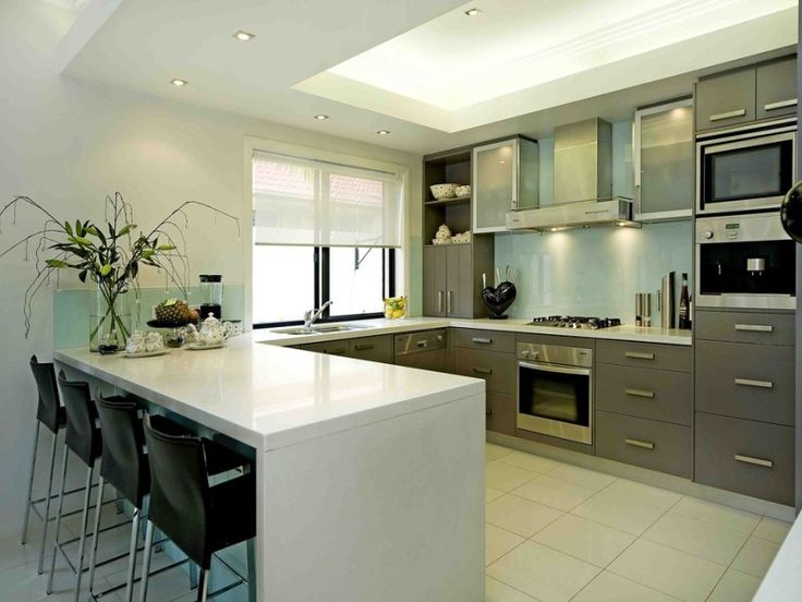 Modern u-shaped kitchen design using stainless steel - Kitchen Photo